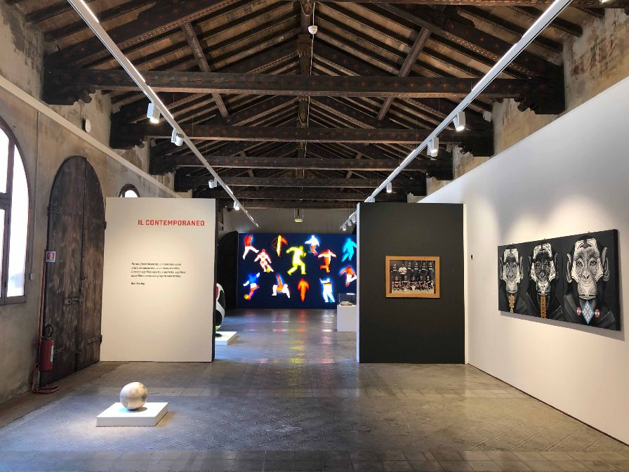 """REGGIO EMILIA, una delle sale dei Chiostri di San Domenico in cui è allestita la mostra    """"L'ARTE DEL GOL. Pittura scultura fotografia e il gioco più bello del mondo"""""""