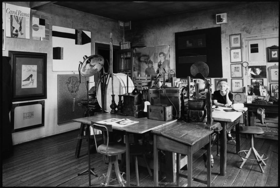 Curatore archivio d'artista - Carol Rama nella sua casa studio a Torino, foto di Pino dell'Aquila, @Archivio Carol Rama, Torino (Loredana Carena, #loredanacarena, @artecarenalo)
